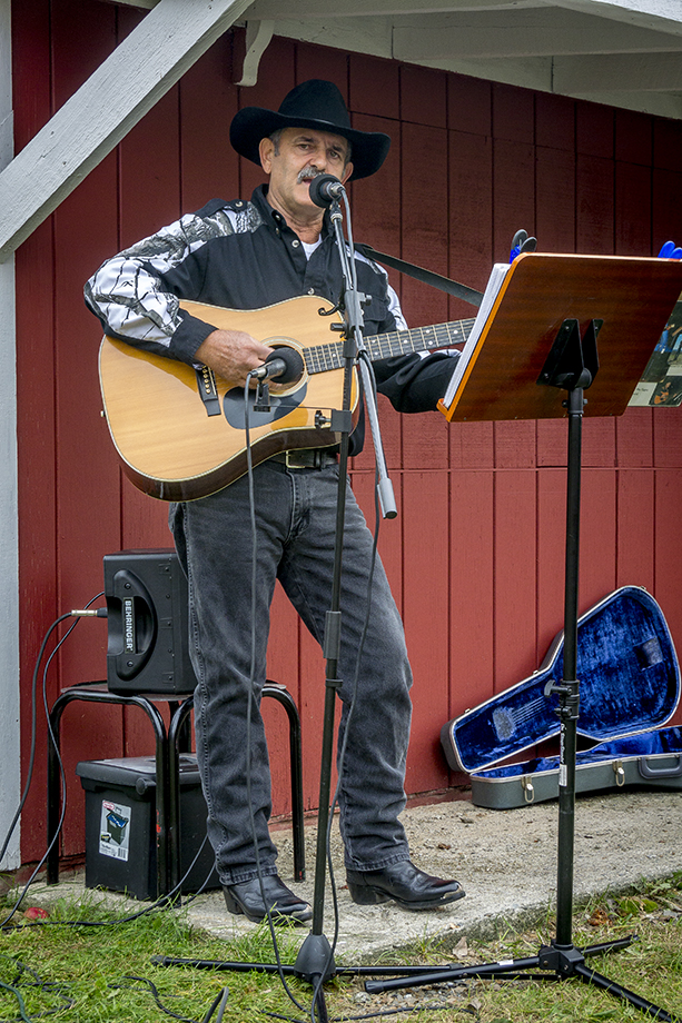 Hicks Orchard ~ Granville, NY ~ Phil Hoyt ~ 2015 ~ CP153025 ~ Richard Clayton Photography ~ Cambridge Photo